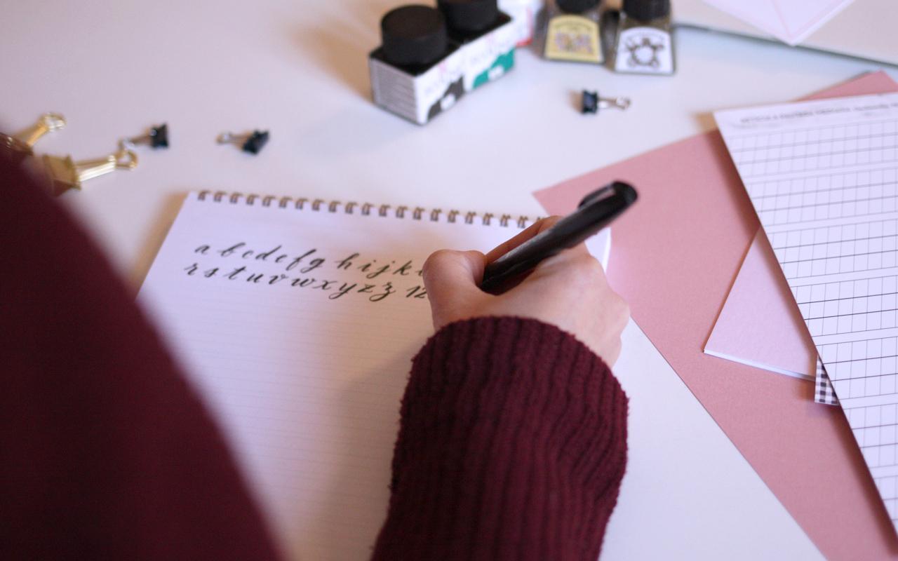 3brush-pen_04_curso_online_caligrafia_moderna_el_amante_volador