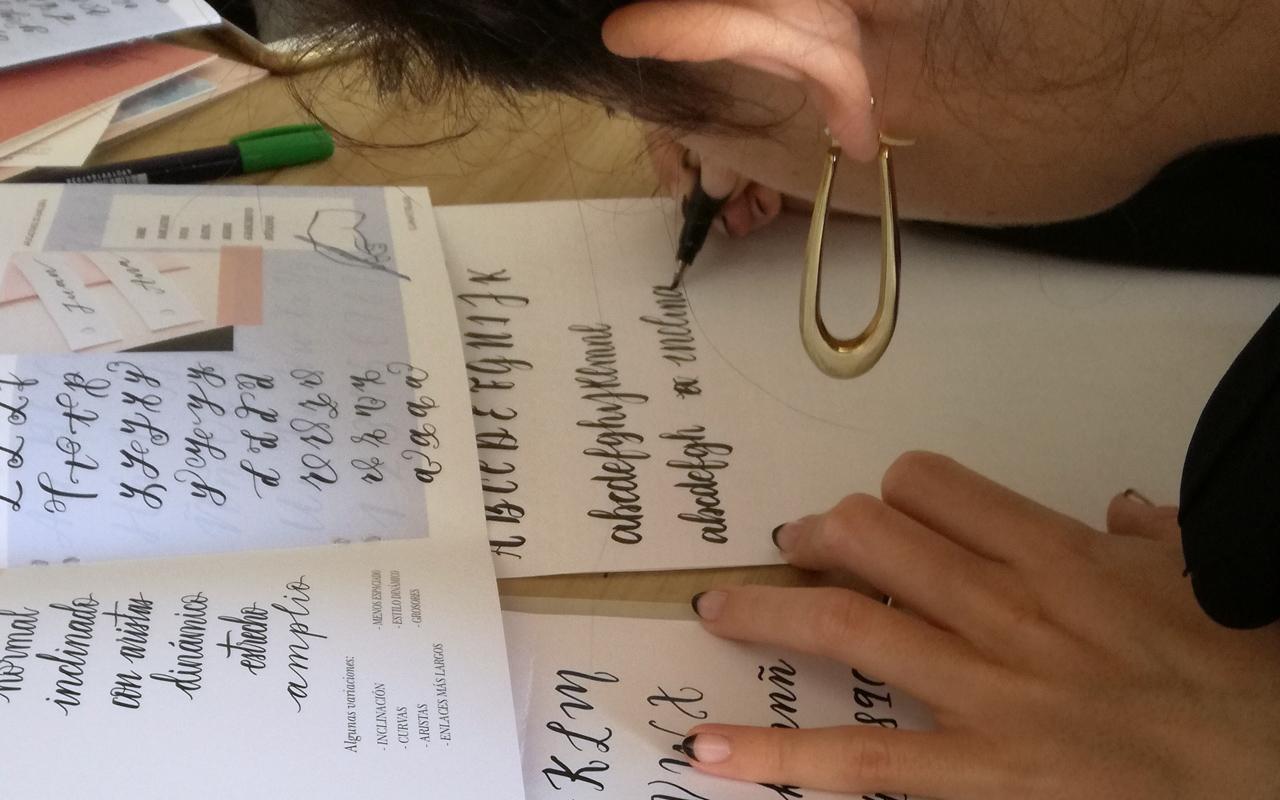 5.5conectar_letras_05_curso_online_caligrafia_moderna_el_amante_volador